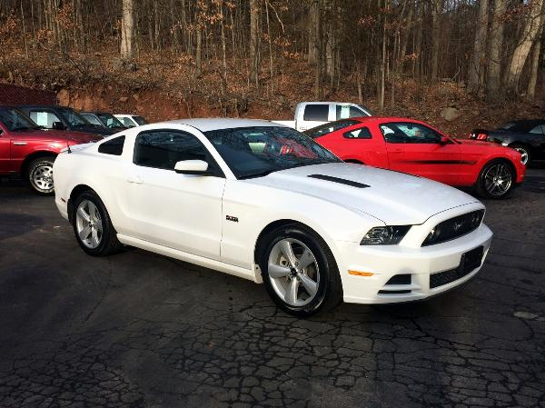 2014 white ford mustang gt with 37 000 miles. Black Bedroom Furniture Sets. Home Design Ideas